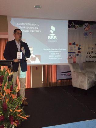 """Mi conferencia se intituló """"Comportamiento empresarial en los mercados digitales""""."""
